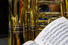 Tuba i Muzyczny wynik Obrazy Royalty Free