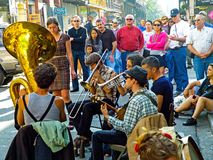Tuba Skinny Performs auf königlicher Straße in New Orleans lizenzfreie stockfotos