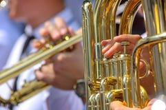 Tuba y trompeta en banda de metales Imagen de archivo