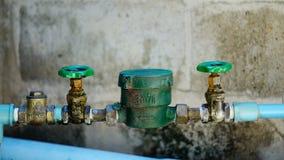 Tubatura dell'acqua e metro con la tromba marina Immagine Stock