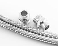 Tubatura dell'acqua elastica della fibra del metallo con i connettori Fotografie Stock Libere da Diritti