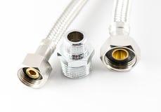 Tubatura dell'acqua elastica della fibra del metallo con i connettori Immagine Stock Libera da Diritti