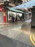 Tubatura dell'acqua principale tagliata all'ovest del DES Voeux, Hong Kong Immagini Stock