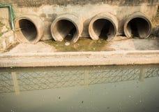 tubazione di scarico, tubo concreto immagine stock libera da diritti