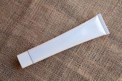 Tube blanc, vide et propre Photographie stock