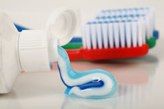 Tube de pâte dentifrice Photo stock