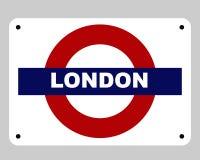 tube de signe de Londres au fond Photographie stock