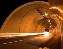 Tube de tunnel la nuit Photographie stock