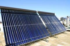 tube solaire évacué par collecteur Photo libre de droits