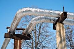Tubería de la calefacción en ayuda concreta Foto de archivo libre de regalías