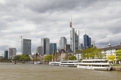 Tubería de río en Francfort, Alemania Imagen de archivo libre de regalías