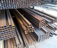 Tubería del perfil de la trabajo de metalistería Barras de acero del metal rodado Fotos de archivo libres de regalías