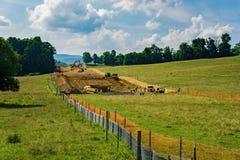 Tubería del valle de la montaña en su manera a cruzar a Ridge Parkway azul, Virginia, los E.E.U.U. Imagenes de archivo