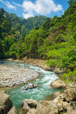 Tubería en el río cerca del pueblo de Bukit Lawang Fotos de archivo