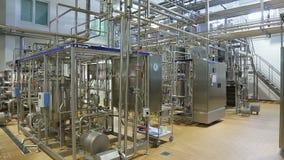 Tubería en el taller de una fábrica moderna almacen de video