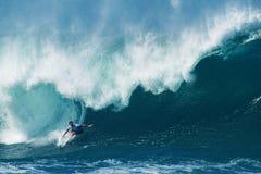 Tubería que practica surf de Jordy Smith de la persona que practica surf en Hawaii Fotografía de archivo libre de regalías