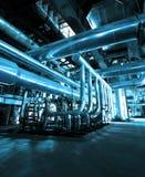 Tuberías de acero industriales en tonos azules Imagen de archivo libre de regalías
