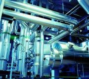 Tuberías de acero industriales en tonos azules Fotografía de archivo libre de regalías