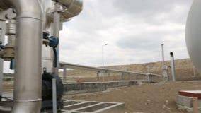 Tuberías naturales del depósito de gasolina almacen de metraje de vídeo