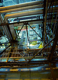 Tuberías, válvulas y cables de acero industriales Imagenes de archivo