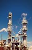 Tubería refinada de la chimenea de la planta petroquímica del petróleo Fotografía de archivo