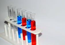 Tubes à essai matériel de la Science Photos stock