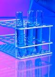 Tubes à essai, pipette et solutions de mélange Image libre de droits