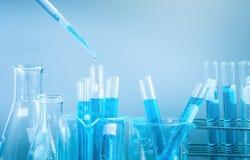 Tubes à essai plan rapproché, concept de recherche et développement de laboratoire de science Photos libres de droits