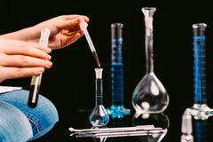Tubes dans un laboratoire de recherche Image stock