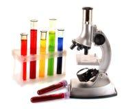 Tubes de microscope et à essai en métal de laboratoire Photos stock