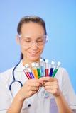 Tubes de test médical avec l'échantillon liquide Image stock