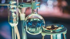 Tubes de verre de essai dans le laboratoire images stock