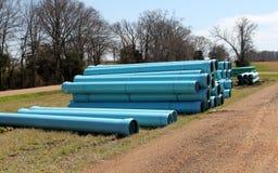 Tubes en plastique souterrains de construction de bleu Photo stock