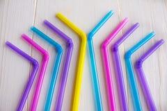 Tubes multicolores pour des cocktails Image stock