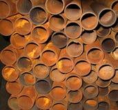Tubi arrugginiti del metallo Immagini Stock