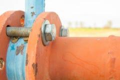 Tubi d'acciaio ed accoppiamenti di un'acqua di irrigazione immagine stock