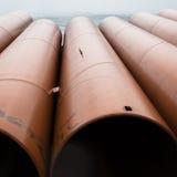 Tubi del metallo con ruggine fotografia stock libera da diritti