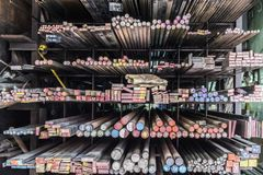 Tubi del metallo ed oggetti del primo piano della foto del fondo Fotografia Stock
