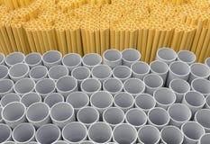 Tubi del PVC impilati in magazzino fotografia stock libera da diritti