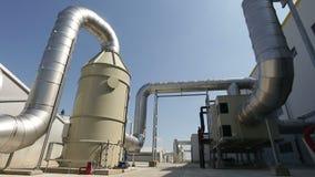 Tubi dell'impianto per il trattamento dei rifiuti stock footage