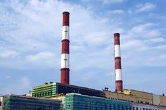Tubi della centrale elettrica nel cielo Fotografie Stock Libere da Diritti