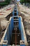 Tubi della costruzione nella via Immagine Stock