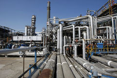 Tubi della raffineria di petrolio Fotografia Stock