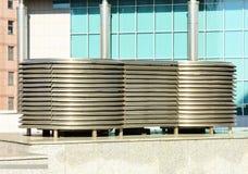 Tetto con il tubo di ventilazione ed il terminale del condotto di scarico fotografia stock - Cattivo odore bagno tubo di sfiato ...
