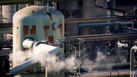 Tubi di fumo alla funzione industriale video d archivio