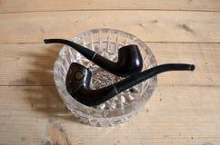 Tubi di tabacco in un portacenere di vetro Immagini Stock Libere da Diritti
