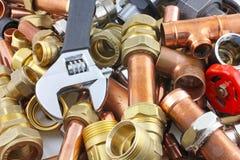Tubi e montaggi del ` s dell'idraulico Fotografia Stock