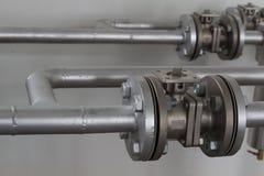 Tubi flessibili e valvole di alta pressione Immagine Stock Libera da Diritti