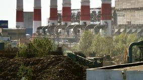 Tubi industriali del fumo del camino della pianta archivi video