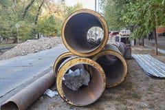 Tubi nelle coperture sulla via Immagine Stock Libera da Diritti
